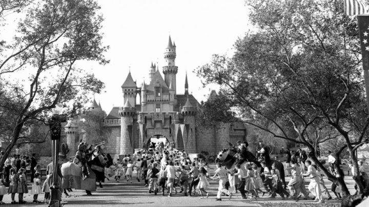 disneyland_opening_day_1955_h_15.jpg