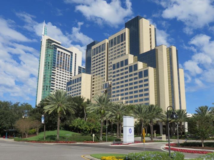 Hyatt_Regency_Orlando_hotel_(Orlando,_Florida)_003.jpg